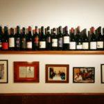 trattoria-micci-bottiglie-vini-e-dipinti