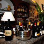 trattoria-micci-pizzeria-a-roma-banco-con-bottiglie
